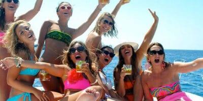 Addio al celibato o al nubilato in estate: quando, come e dove organizzarlo